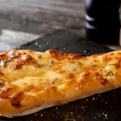4種のチーズピザ